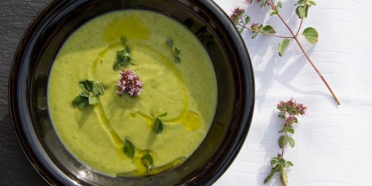 zupa krem z cukinii fotografia