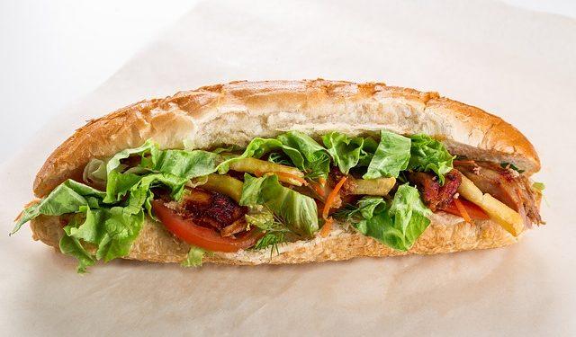 kanapka z warzywami fotografia